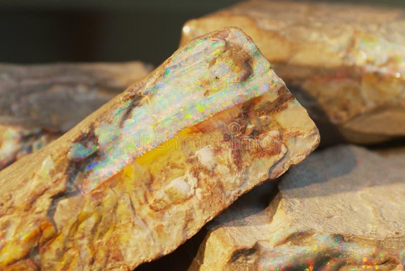 Zeldzaam keiopaal in Coober Pedy, Australië royalty-vrije stock afbeeldingen