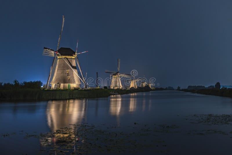 Zeldzame verlichte windmolen in Kinderdjik stock afbeeldingen