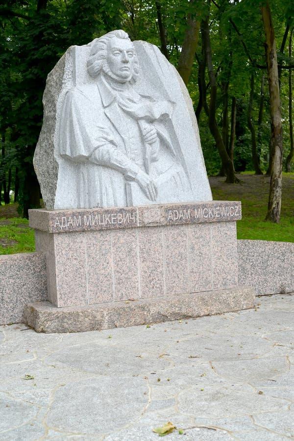 Zelenogradsk, Rússia Monumento ao grande poeta polonês Adam Mickiewicz foto de stock royalty free