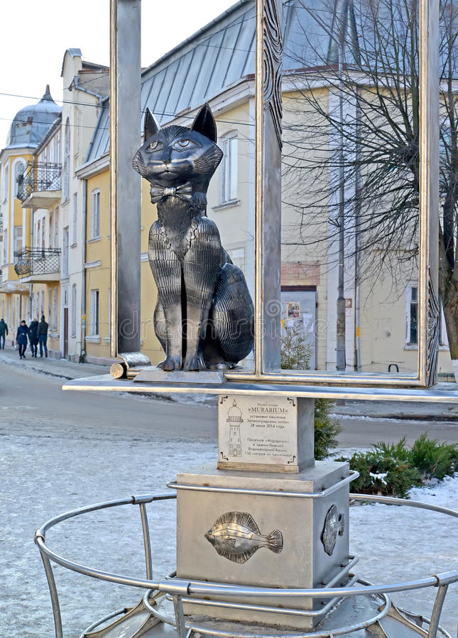 Zelenogradsk, Rusland Een monument aan de Zelenograd-katten op de stadsstraat stock foto