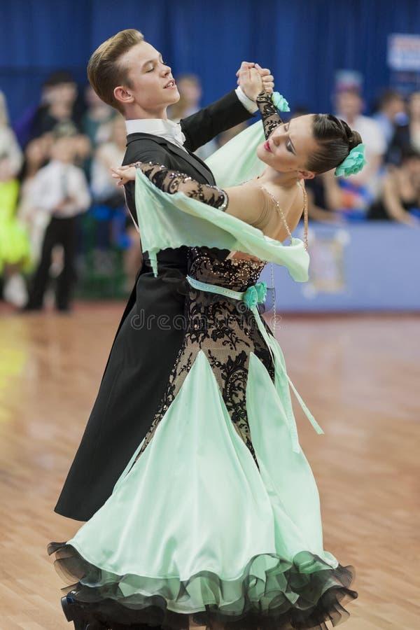 Zelenskiy Iwan und Standardprogramm Lantuhova Anna Perform Youth-2 über nationale Meisterschaft stockfoto