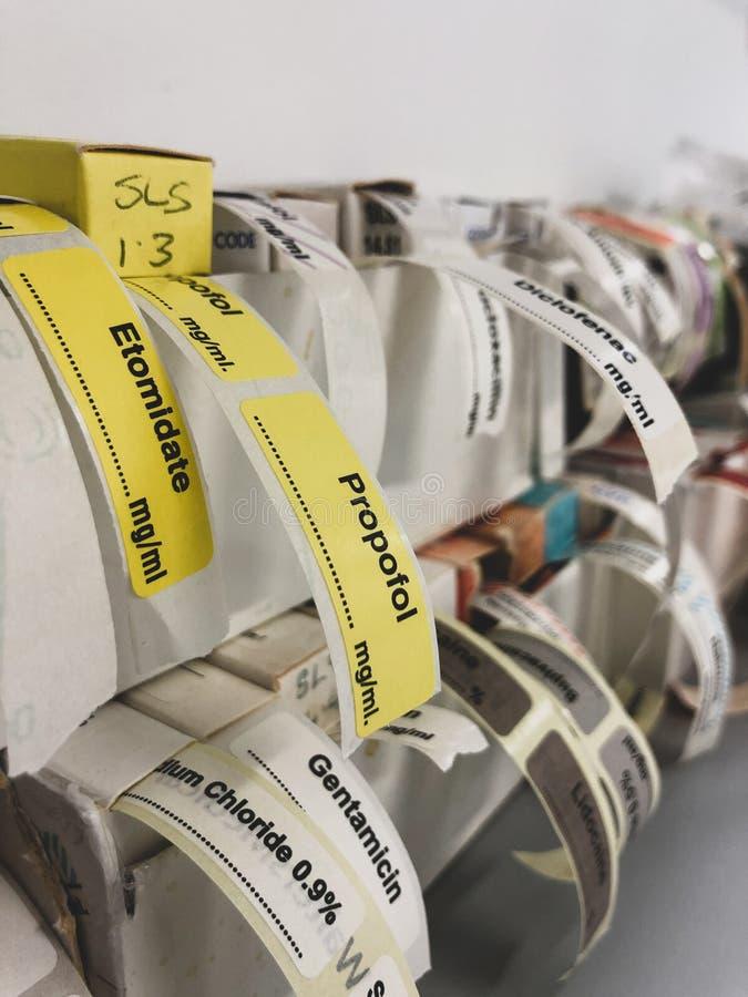 Zelfklevende etiketten voor intraveneuze drugs stock afbeelding