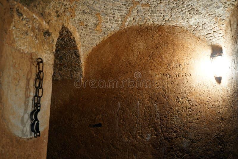 Zelle im alten Gefängnis stockfotografie