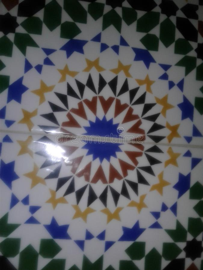 Zellige très vieux marocain traditionnel de travail de Fez image libre de droits