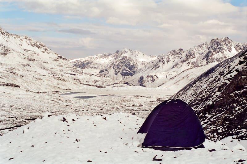 Zelt auf Gebirgsgipfel stockfotos