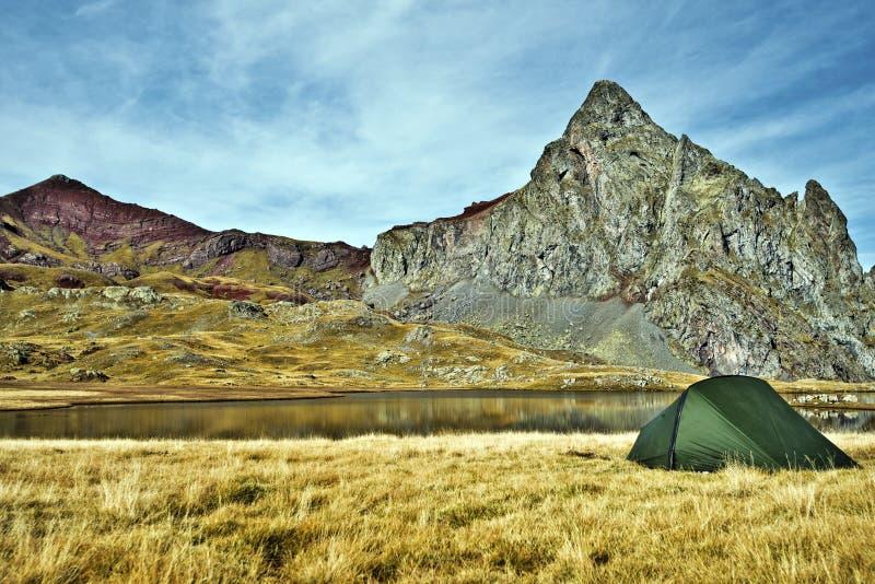 Zelt in der Grenze von Anayet See lizenzfreie stockfotos