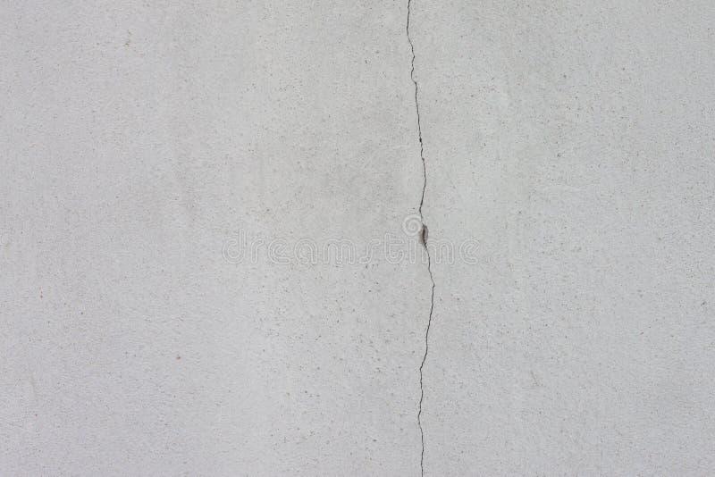 Zementwand des Hauses mit Sprüngen lizenzfreies stockfoto