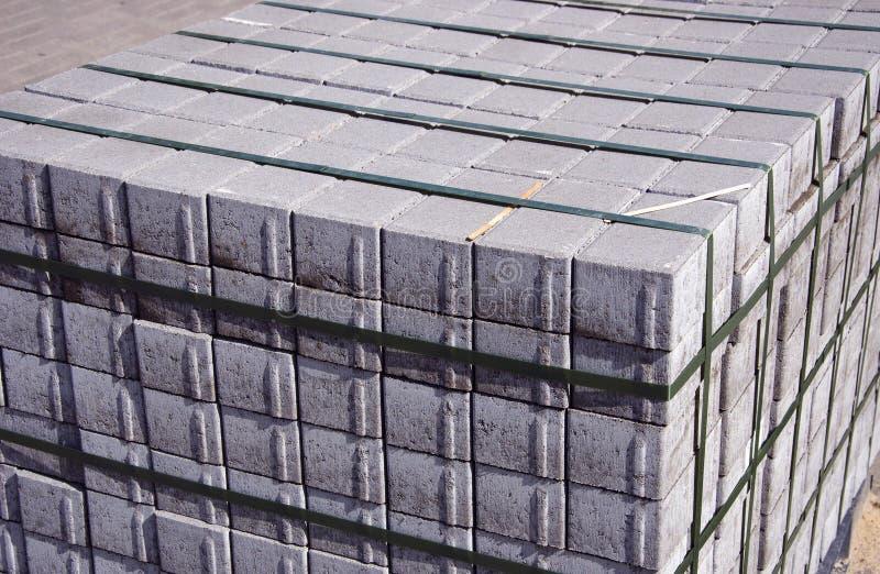 Zementziegelsteine großer Stapel lizenzfreies stockbild