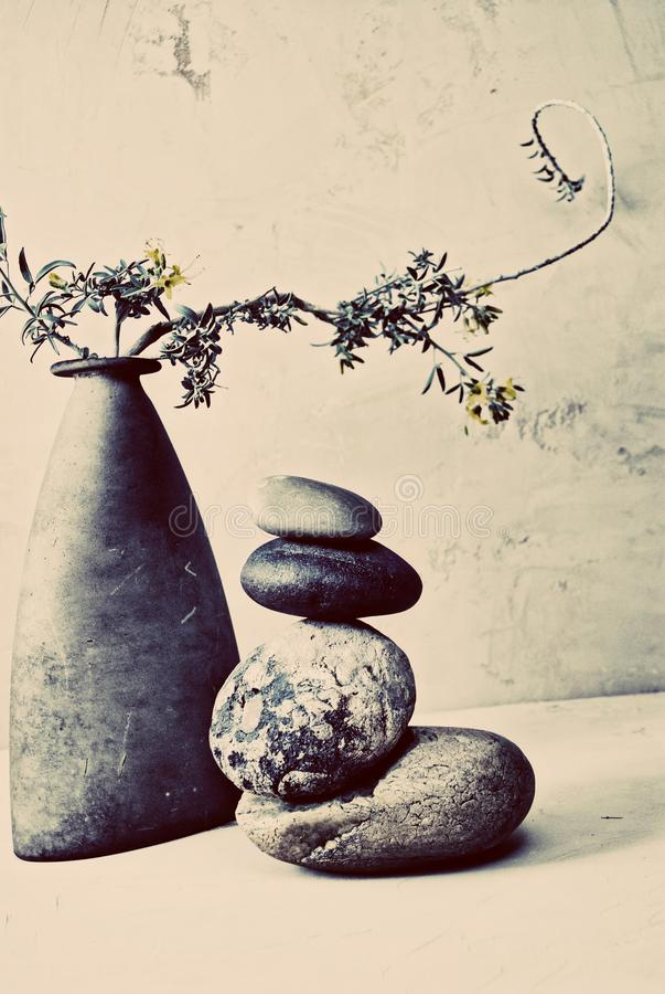 Zen η απλή τέχνη της ισορροπίας στοκ εικόνα