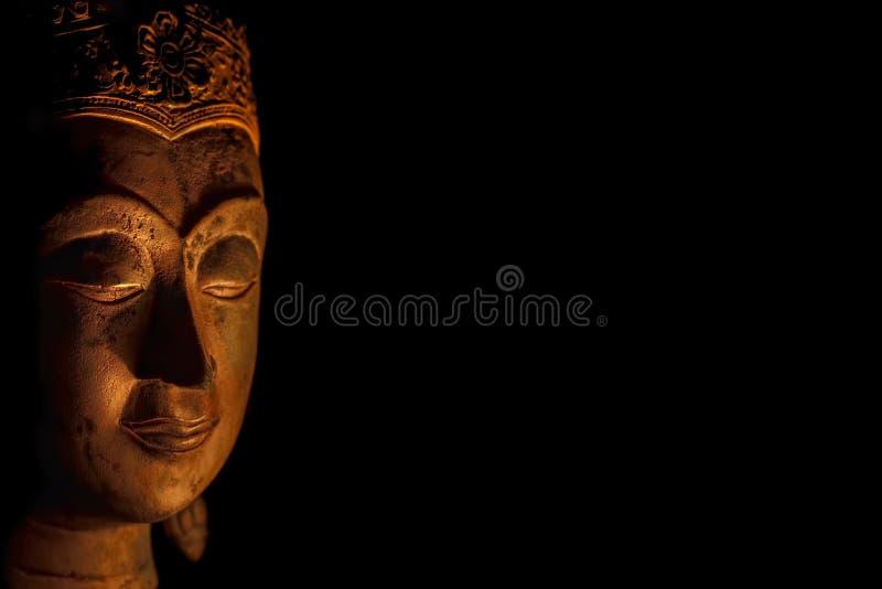 Zen Buddhism Chiarimento spirituale della testa serena di Buddha nella m. immagini stock