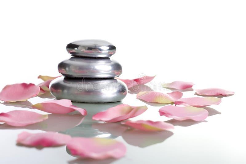 zen för stenar för begreppspetalsstapel rose royaltyfri fotografi