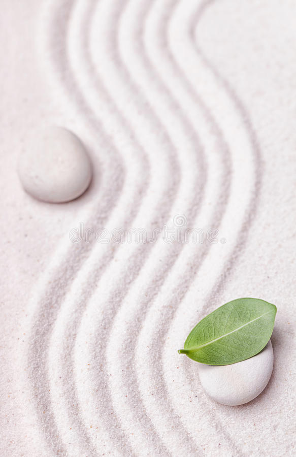 Free Zen Garden With A Wave Lines In The Sand With A Relaxing White Stone Stock Image - 61683991