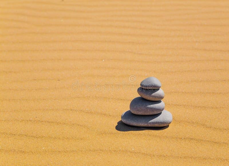 Zen kamienie w pustyni fotografia royalty free