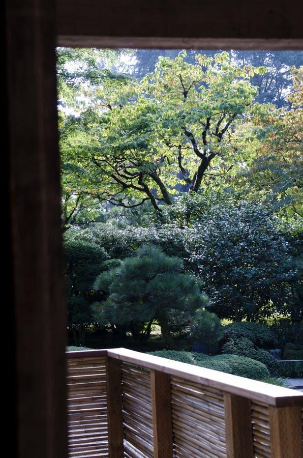 Zen Meditation Garden Foo Dog japonais photographie stock