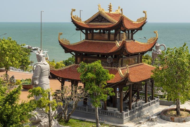 Zen Monastery da ilha de Phu Quoc com mar e horizonte no fundo imagens de stock royalty free