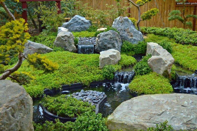 Zen ogród z siklawą obrazy stock