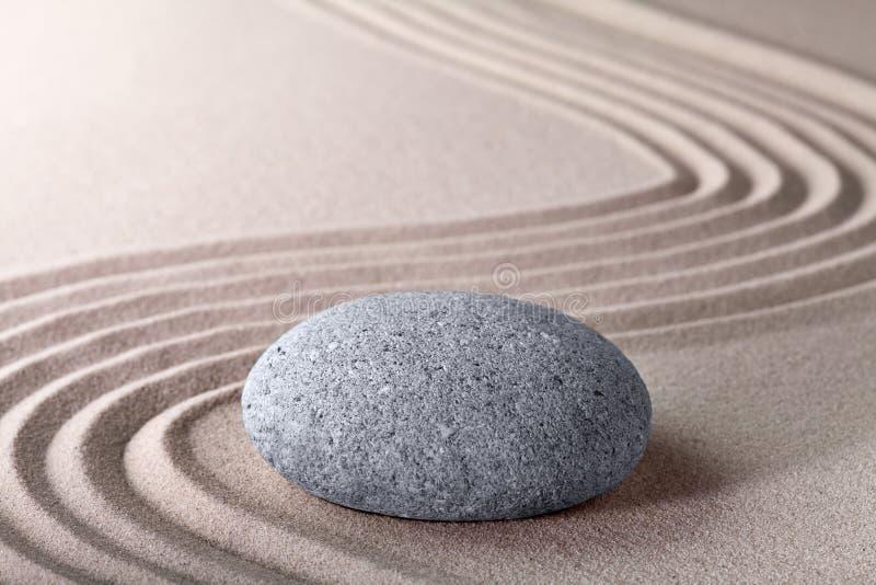 Zen ogródu piaska i kamienia deseniowy spokojny relaksuje obraz stock