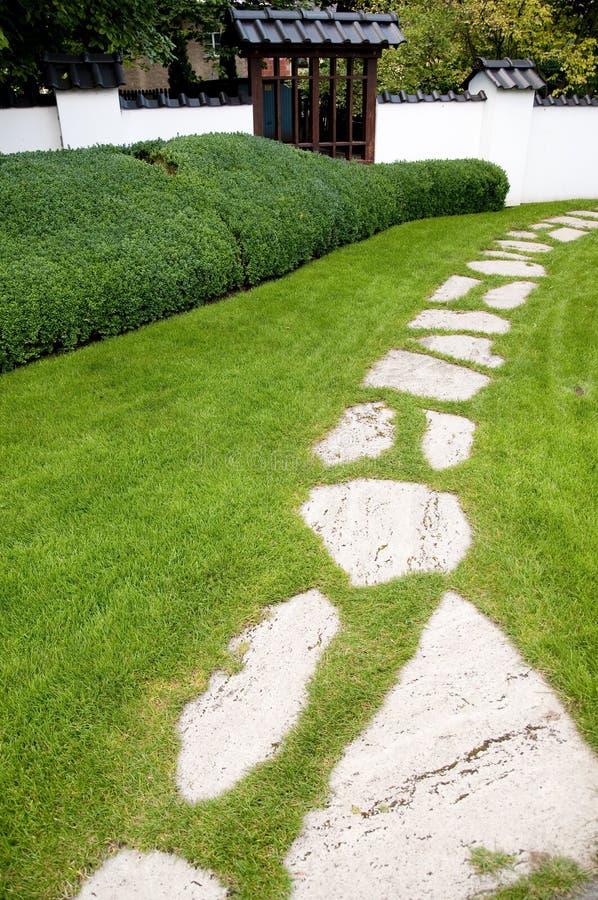 Zen ogrodowa ścieżka zdjęcia royalty free