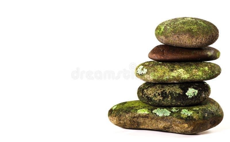 Zen Rock Stack cubierto de musgo fotografía de archivo