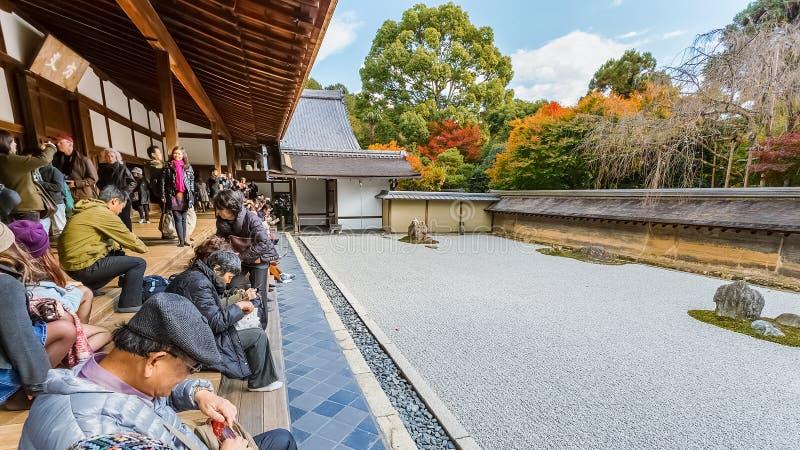 Zen Rockowy ogród w Ryoanji świątyni w Kyoto fotografia royalty free