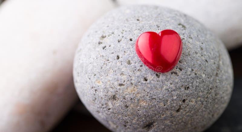 Zen Stone και καρδιά ΙΙ βαλεντίνων στοκ φωτογραφίες