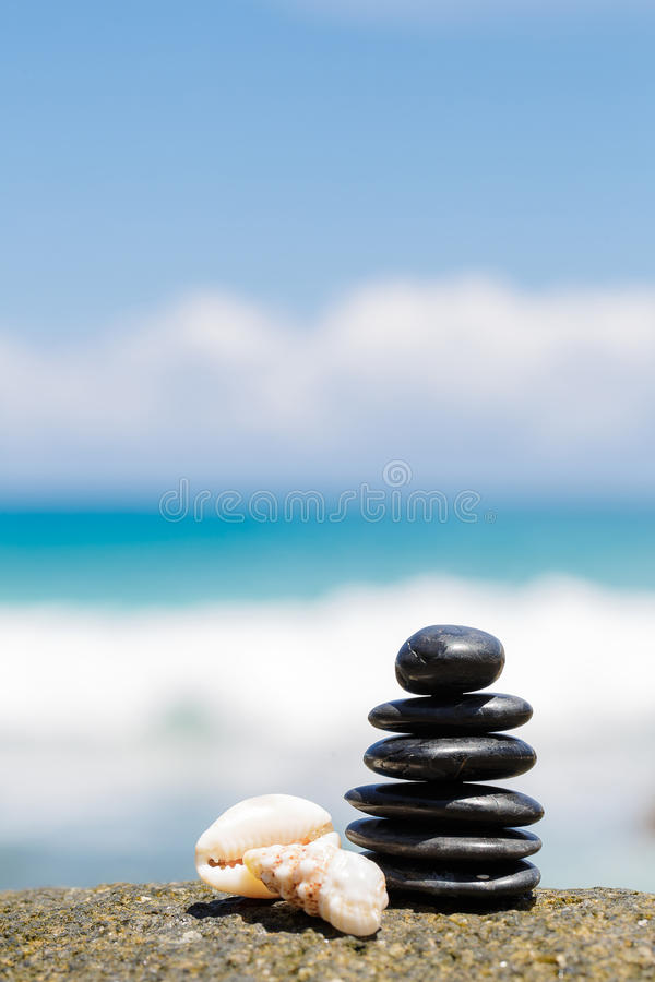 Free Zen Stones Jy On The Sandy Beach Near The Sea. Royalty Free Stock Photo - 40201125