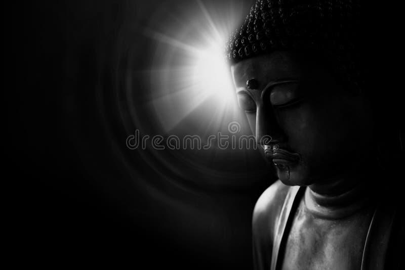 Zen stylowy Buddha z światłem czarny i biały mądrość zdjęcia royalty free