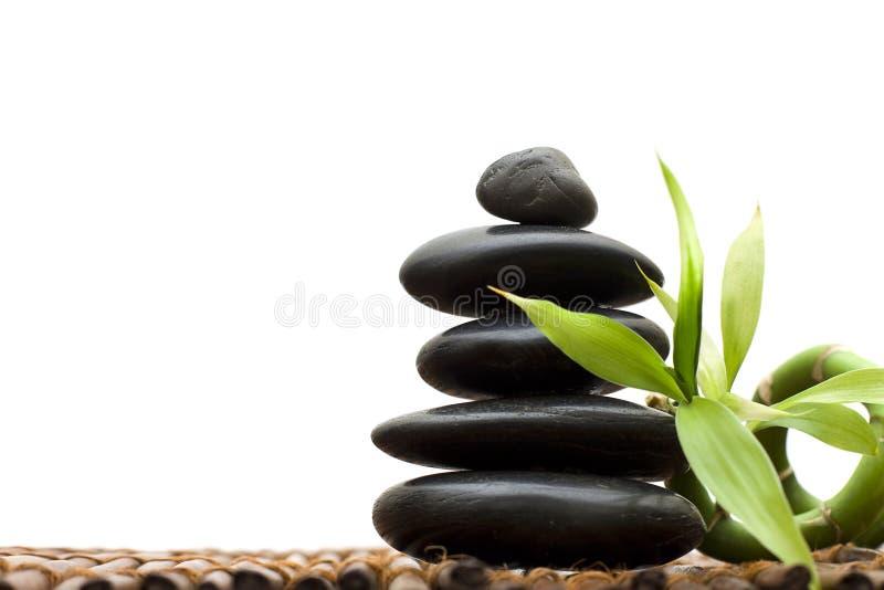 Zenkonzept mit Bambus und Stein lizenzfreies stockfoto