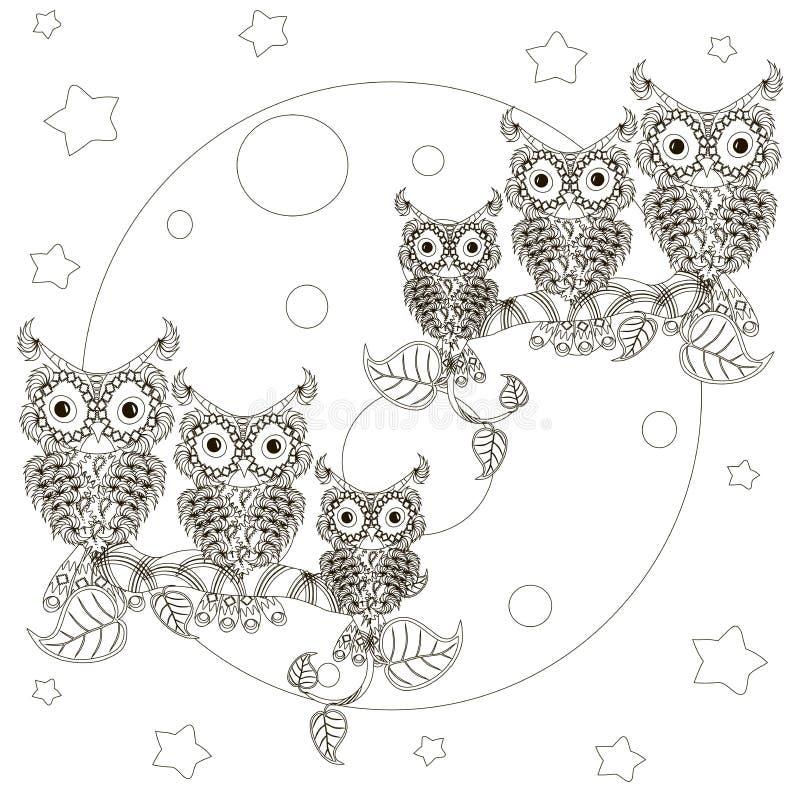 Zentangle ha stilizzato i gufi in bianco e nero sui rami, luna piena royalty illustrazione gratis