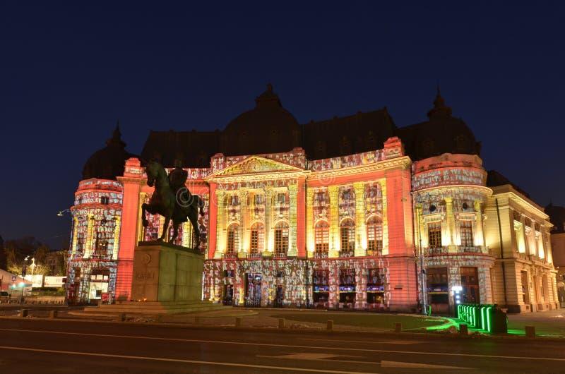 Zentrale Universitätsbibliothek Bukarests, hundertjährige helle Projektionen stockfotografie