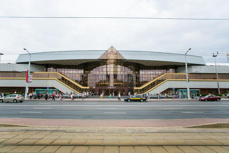 Zentraler Bahnhof Minsks in der Vorderansicht Babruiskaya-Straße stockbilder