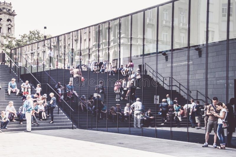 Zentraler Eingang für Exkursion zum Parlament von Budapest, Ungarn stockbild