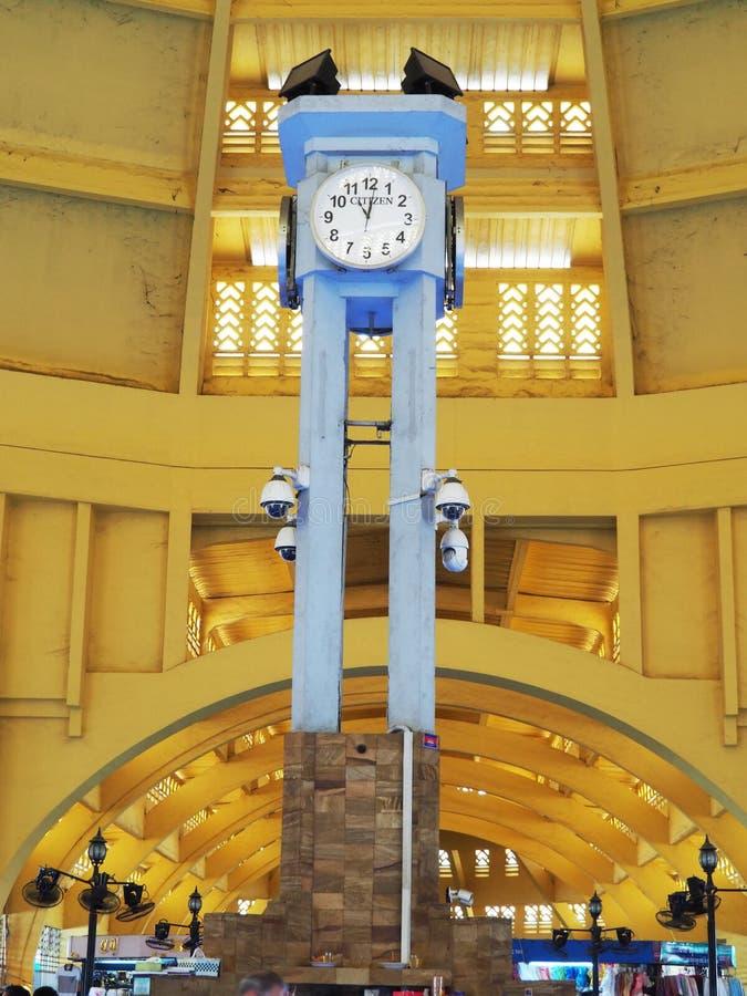 Zentraler Markt, Phnom Penh, Kambodscha - Glockenturm stockbilder