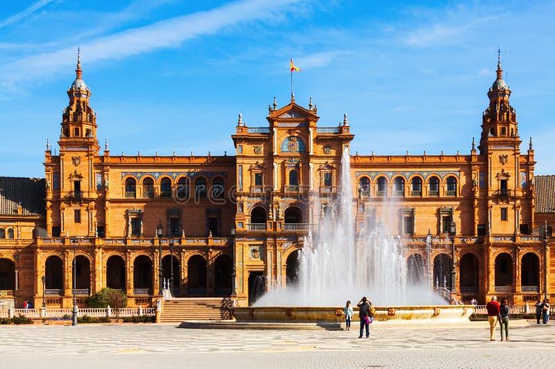 Zentrales Gebäude und fontain bei Plaza de Espana Sevilla stockbilder