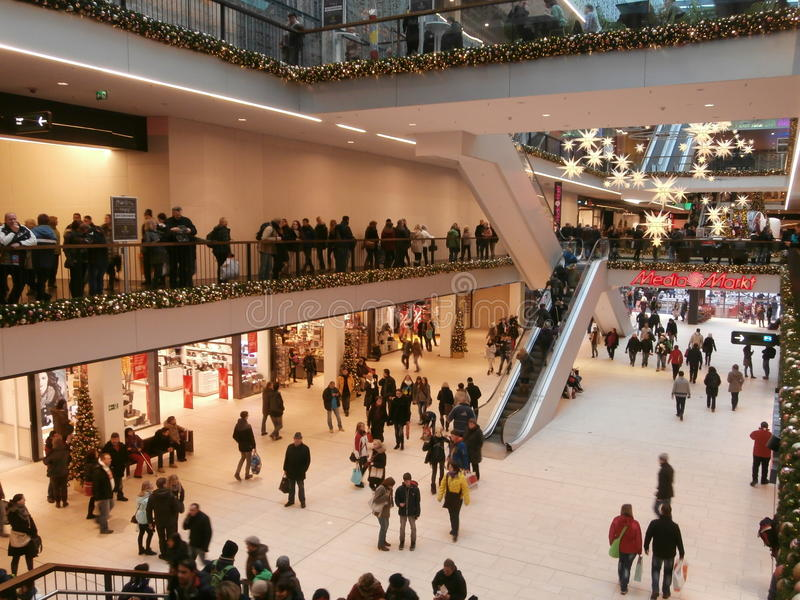 Zentrum Galerie-Einkaufszentrum in Dresden, Deutschland (2013-12-07) lizenzfreies stockbild
