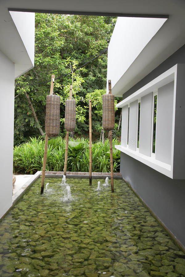 Zenwassergarten stockfoto