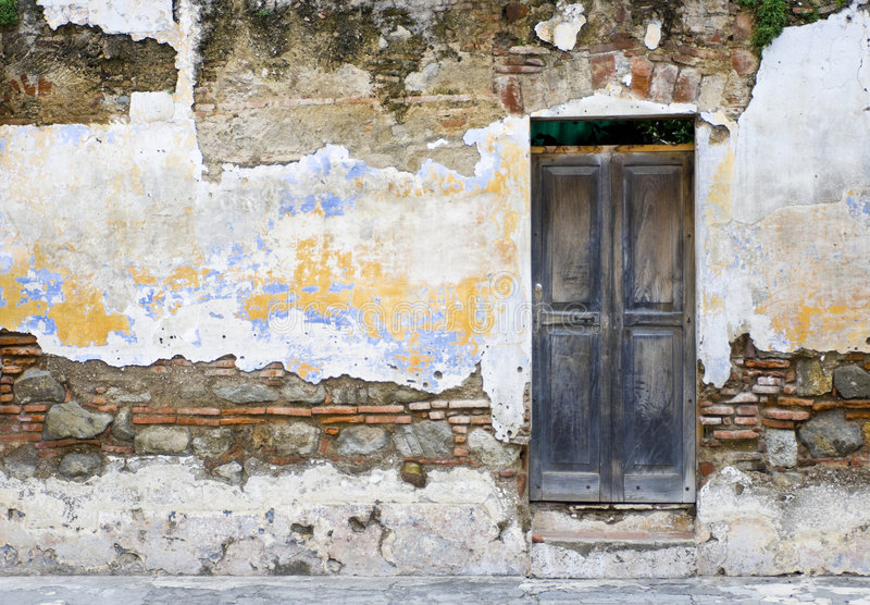 Zerbröckelnde Wand stockfoto
