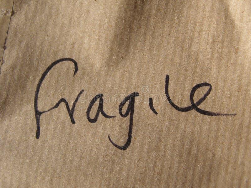Zerbrechlich (handgeschrieben auf Pappe) lizenzfreies stockbild