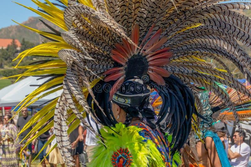 Zeremoniell mit Federn versehene Kopfschmucke lizenzfreies stockbild