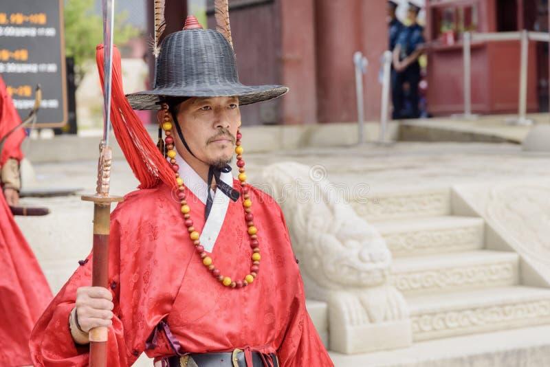 Zeremonielles Porträt des königlichen Schutzes an Gyeongbokgungs-Palast stockfoto