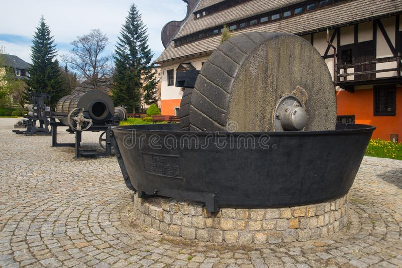 Zerkleinerungsmaschine nahe Papiermühle in Duszniki Zdroj in Polen stockfotografie