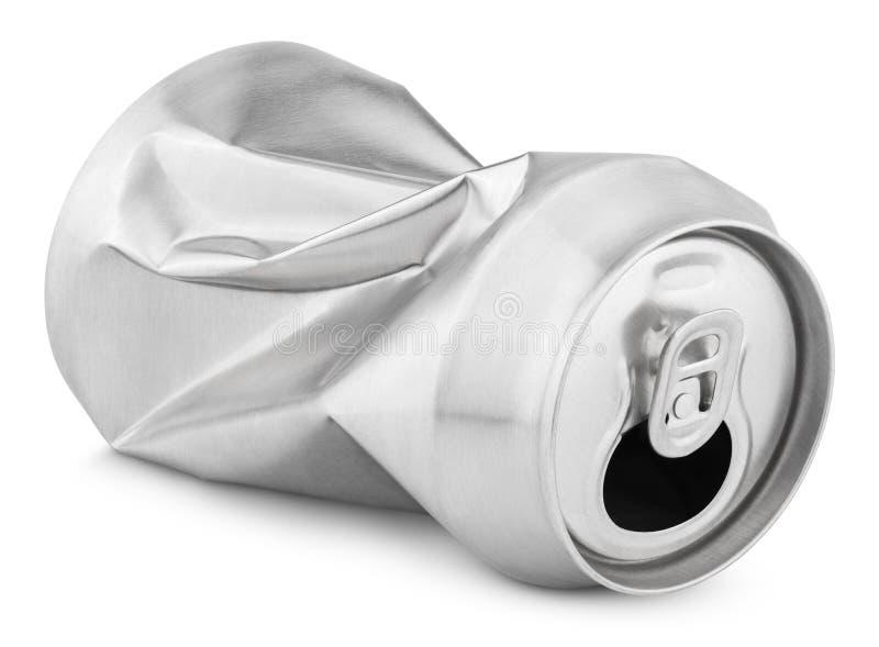Zerknitterte leere Soda- oder Bierdose auf Weiß lizenzfreie stockfotografie