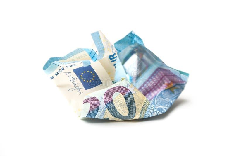 Zerknitterte zwanzig-Euro-Banknote auf weißem Hintergrund lizenzfreie stockfotografie