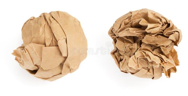 Zerknitterter Papierball auf weißem Hintergrund stockfotos
