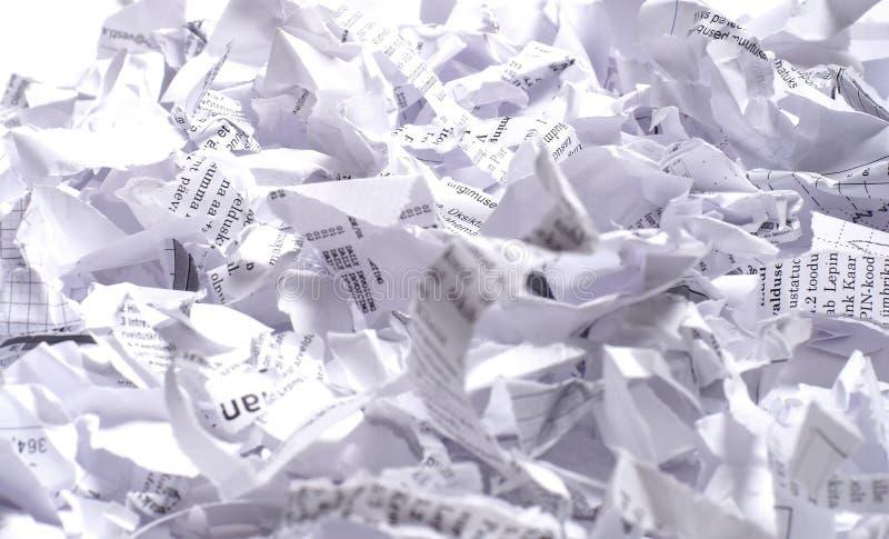 Zerknittertes Abfallpapier betriebsbereit, wegzuwerfen lizenzfreies stockfoto