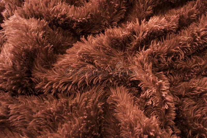 Zerknittertes Rot faltet sich auf Pelz wie roter Decke lizenzfreies stockbild