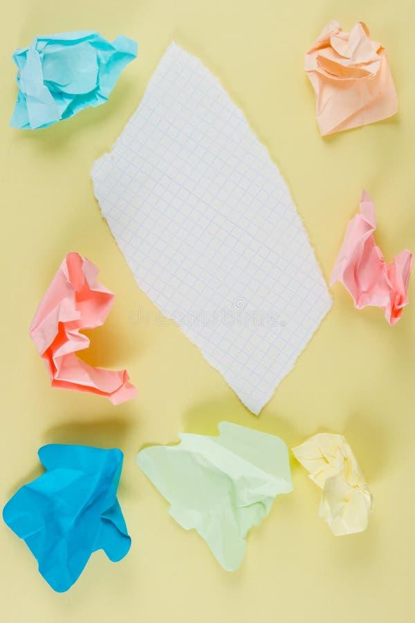 Zerknittertes und heftiges Papier stockfoto