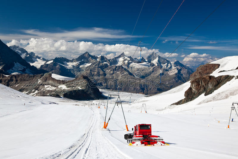 zermatt лыжи курорта стоковая фотография rf