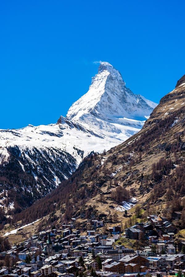 Zermatt by med det Matterhorn maximumet i bakgrund arkivbild