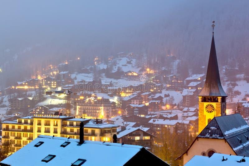 Zermatt by på natten royaltyfria foton